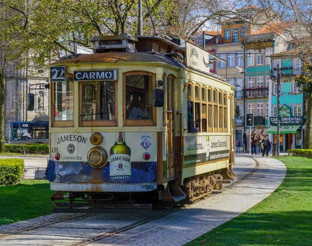 Porto tram passes through the Jardim da Cordoaria park