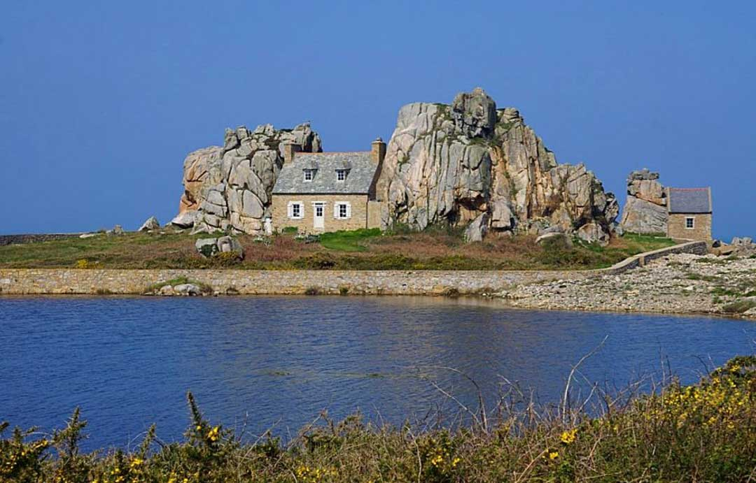 House wedged between two rocks at Plougrescant in Brittany
