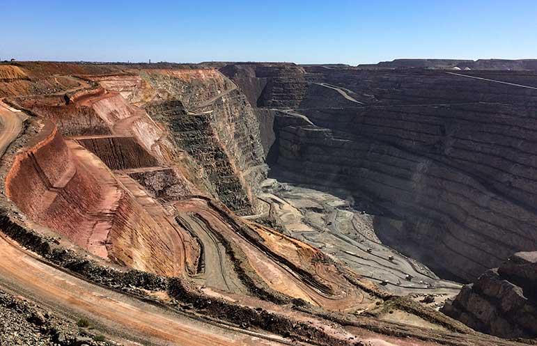 Kalgoorlie open cut gold mine on the Perth to Melbourne Drive