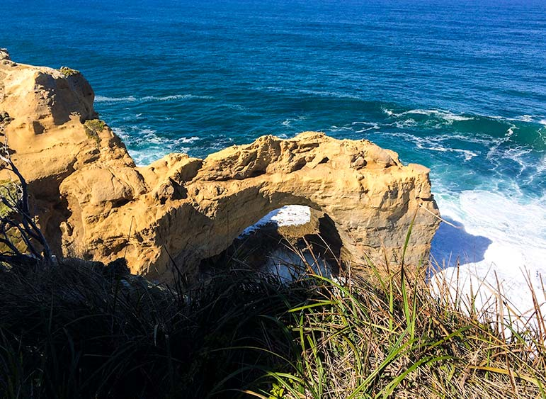 Perth to Melbourne Drive: The arch rock formation on the Great Ocean Road, Victoria