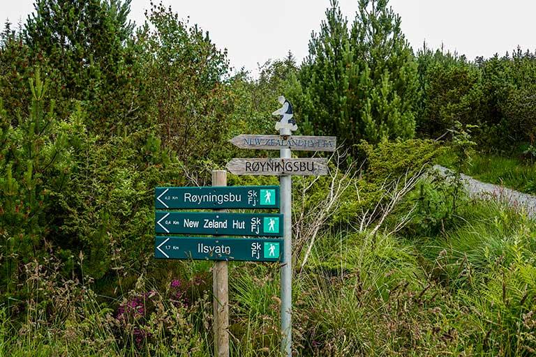 Sign post to New Zealand Hut, Skudeneshavn
