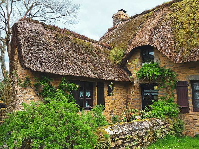 Kerhinet Thatched cottage in Brittany