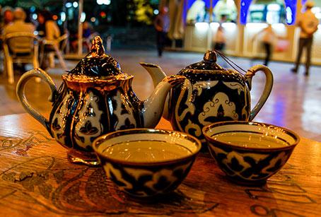 Uzbek tea cups and tea pot