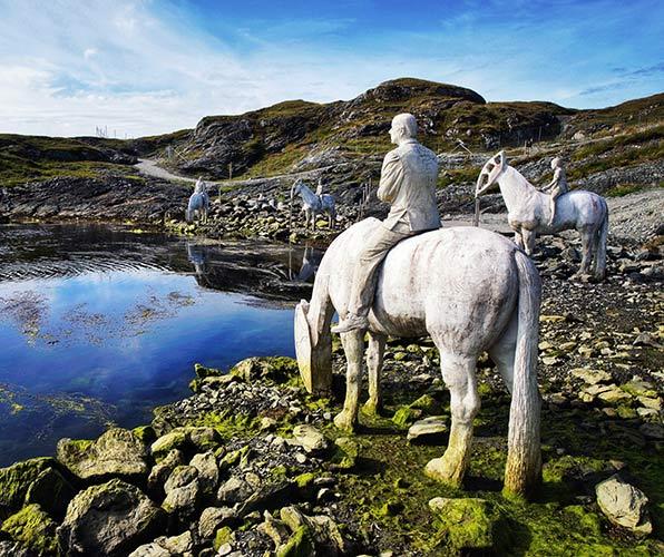 Visiting Skudeneshavn - Haugesund sculpture of four horses by the sea