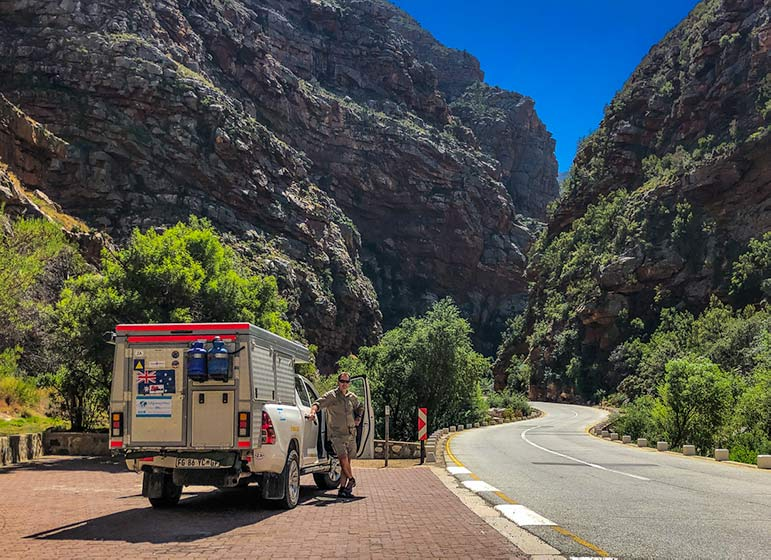 4x4 on side of road in South Africa - at Meiringspoort in the mountain gorge