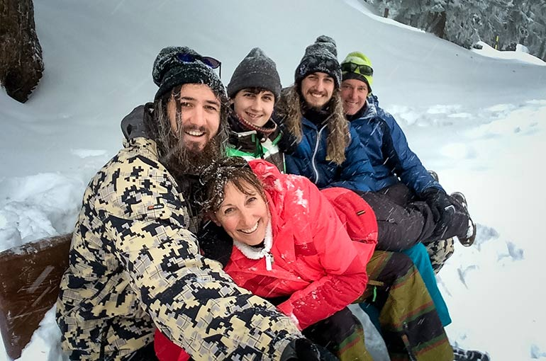 Family in Bettmeralp on a snowy bench