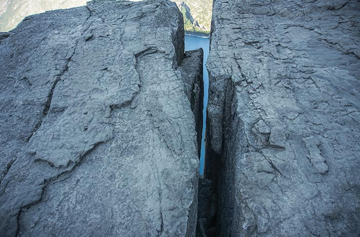 Pulpit Rock hike - a crack near the end of the hike