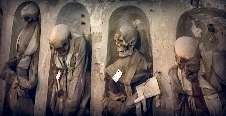 Palermo Catacombs showing 4 decayed corpses