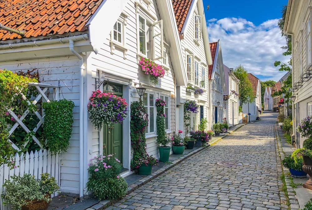Norway 2 Week Itinerary – Fjords, Falls and Fairytales