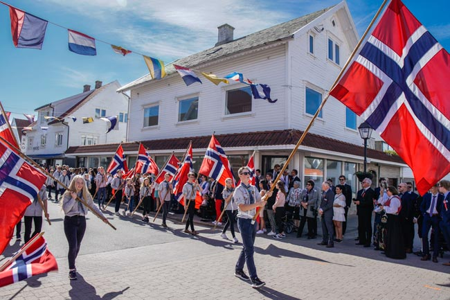 Norway national day flag parade_Norway 2 week itinerary
