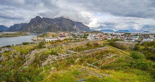 distant view of Henningsvær
