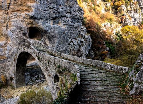 Old-bridge-of Vicos-Gorge