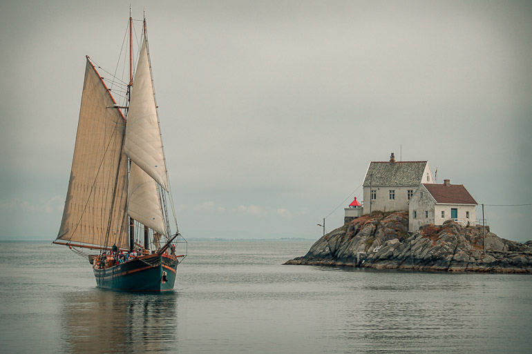 Tall ship passing Vikholmen Lighthouse, Karmoy_770
